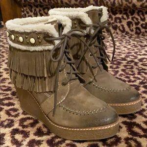 Sam Edelman olive green fringed ankle boot. Size 8
